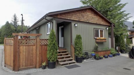 Mobile Home / Manufactured Home For Sale in Squamish, BC - 2 bdrm, 1 bath (113, 40157 Government Road)