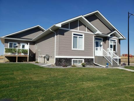 House / Revenue Property For Sale in Camrose, AB - 2+3 bdrm, 3.5 bath (2308 62 St.)