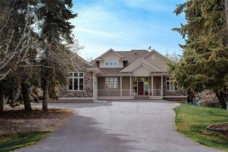 Waterfront Property / House For Sale in Moose Lake, AB - 4 bdrm, 2.5 bath (519-46410 TWP Rd 610)