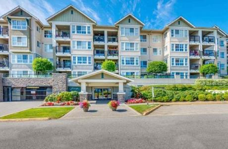 Apartment / Condo For Sale in Pitt Meadows, BC - 1+1 bdrm, 1 bath (310, 19677 Meadow Gardens Way)