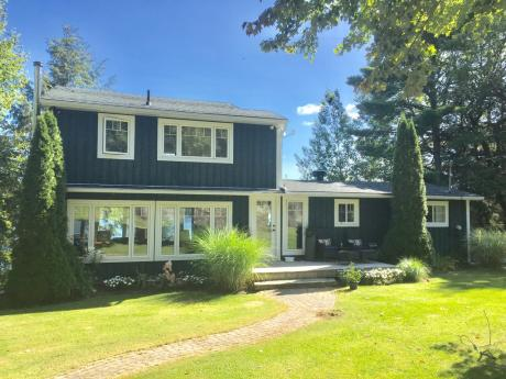 Waterfront Property For Sale in District Of Muskoka, ON - 3 bdrm, 2 bath (3198 12 Mile Bay Rd)