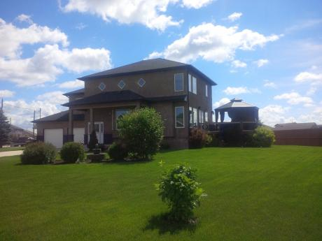 House / Detached House / Home-Based Business Potential For Sale in St. Adolphe, MB - 3+1 bdrm, 3 bath (39 Kosman Blvd)