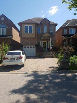 House / Detached House / Revenue Property For Sale in Thornhill, ON - 4 bdrm, 4 bath (87 Bentoak Cres.)