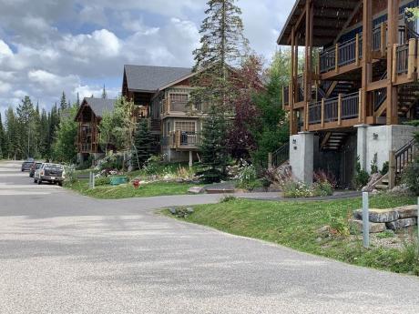 Condo / Recreational Property For Sale in Golden, BC - 2 bdrm, 1 bath (13, 1322 Kaufmann View)