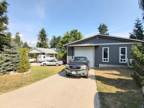 House / Home-Based Business Potential For Sale in Salmon Arm, BC - 4 bdrm, 2 bath (830 30th St SE)