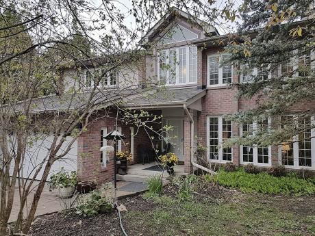 Waterfront Property / Detached House / Revenue Property For Sale in Whitchurch-Stouffville, ON - 4+1 bdrm, 4 bath (78 Lakeview Ave)
