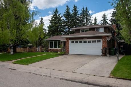House For Sale in Calgary, AB - 4 bdrm, 3 bath (8963 Bay Ridge Drive SW)