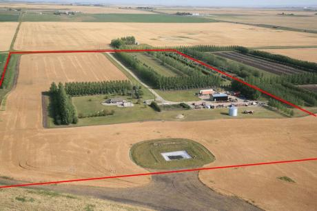 Farm / Acreage / House / Land with Building(s) / Ranch For Sale in Foothills County, AB - 2+1 bdrm, 1 bath (104161-690 Ave. E.)