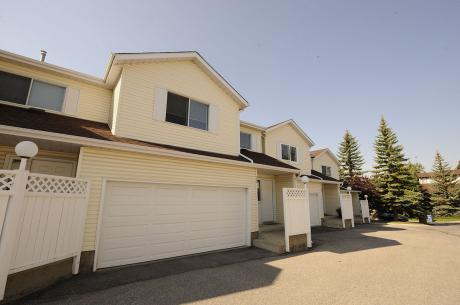 Townhouse For Sale in Calgary, AB - 3 bdrm, 2.5 bath (205 Edgedale Gardens N.W.)
