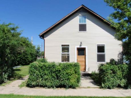 House / Land with Building(s) For Sale in Hafford, SK - 2+2 bdrm, 1 bath (102 1 Ave East)