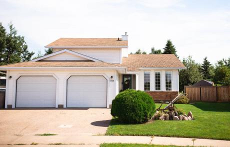 House For Sale in Lloydminster, AB - 4 bdrm, 2.5 bath (5126 27 Street)