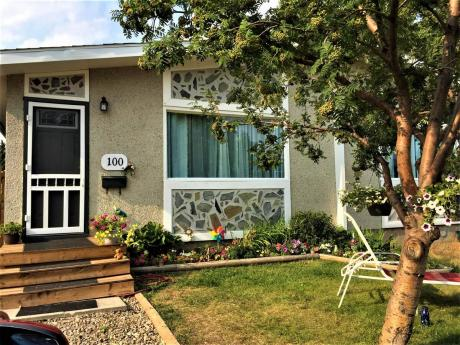 Half Duplex For Sale in Saskatoon, SK - 5 bdrm, 2 bath (100 Davidson Crescent)