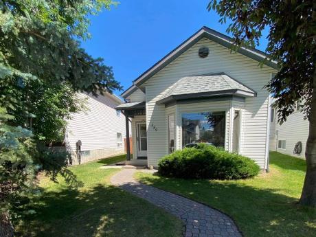 House / Detached House For Sale in Calgary, AB - 2+2 bdrm, 2 bath (259 Covington Road NE)