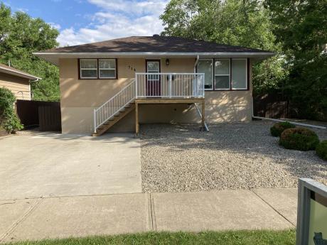 House For Sale in Regina, SK - 2 bdrm, 1 bath (714 18th Ave E.)