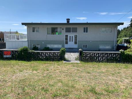 House / Detached House / Tri-Plex For Sale in Powell River, BC - 5 bdrm, 3 bath (3617 Joyce Ave.)