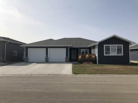 House For Sale in Redvers, SK - 3+1 bdrm, 2 bath (9 Warren St. South)