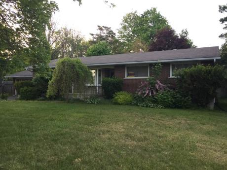 House / Detached House / Duplex / Home-Based Business Potential For Sale in Port Elgin, ON - 3+1 bdrm, 2 bath (883 Goderich Street)