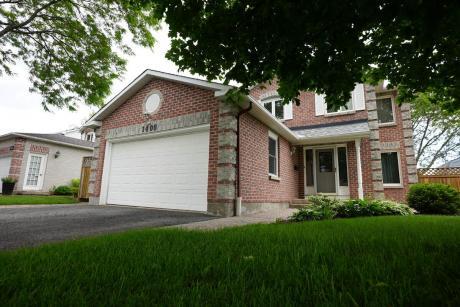 House For Sale in Ottawa, ON - 4+1 bdrm, 3.5 bath (1406 Larkhaven Cres)