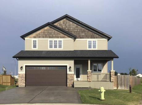 House / Detached House For Sale in Sylvan Lake, AB - 5 bdrm, 3.5 bath (14 Hammond Close)