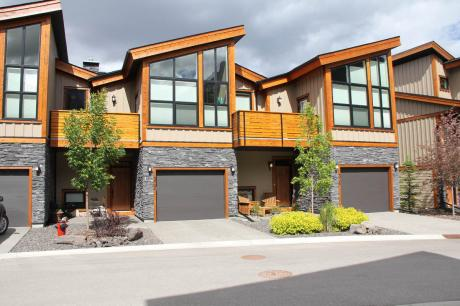 Condo / 4-Plex / Townhouse For Sale in Canmore, AB - 3+1 bdrm, 4 bath (302, Riva Place)