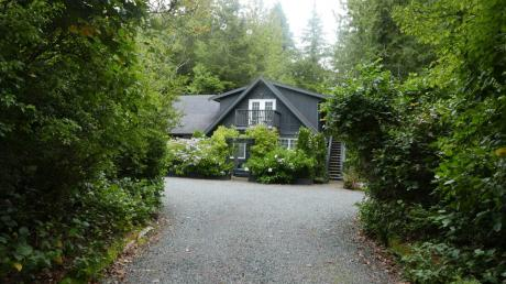 House For Sale in Tofino, BC - 6 bdrm, 4 bath (1174 Pownall)