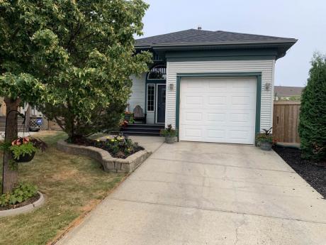 House / Detached House For Sale in Edmonton, AB - 2+2 bdrm, 3 bath (9007 166 Ave)
