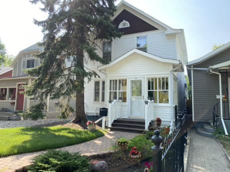 House For Sale in Saskatoon, SK - 3+1 bdrm, 2 bath (517 Rusholme Road)