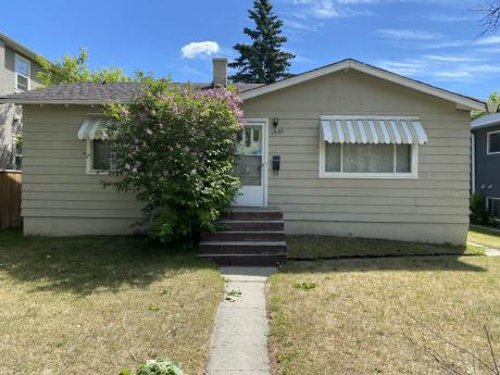 Revenue Property / Detached House / Land with Building(s) For Sale in Calgary, AB - 0 bdrm, 0 bath (1936 35th St. S.W.)